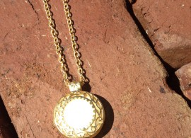 gold-plate-and-white-jade-necklace